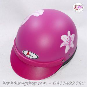 Mũ bảo hiểm màu hồng in hoa độc đáo thời trang